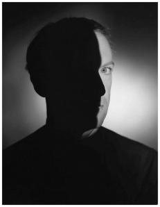 portrait-of-cecil-beaton-1940_s-c2a9-erwin-blumenfeld