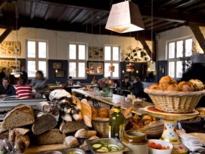 brood-in-de-Bakkerswinkel-430x323