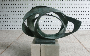 Barbara Hepworth: Sculpture for a Modern World | Tate Britain 24 June - 25 October 2015 to promote exhibition only ...  Barbara Hepworth Oval Form (Trezion) 1961-63 Bronze 940 x 1440 x 870 mm Aberdeen Art Gallery and Museums Collections ©Bowness, Hepworth Estate